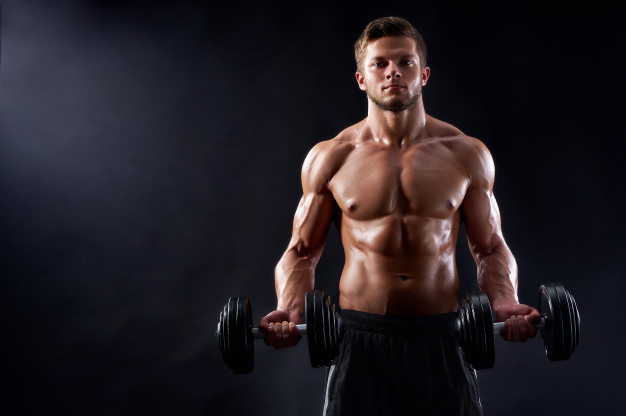 Exercices avec haltère pour les épaules
