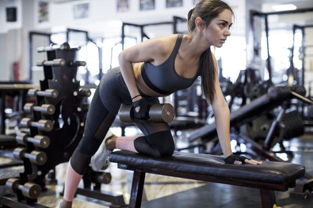 Exercice haltères épaules